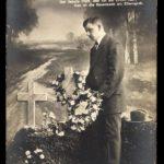 Am Elterngrab (Mann)
